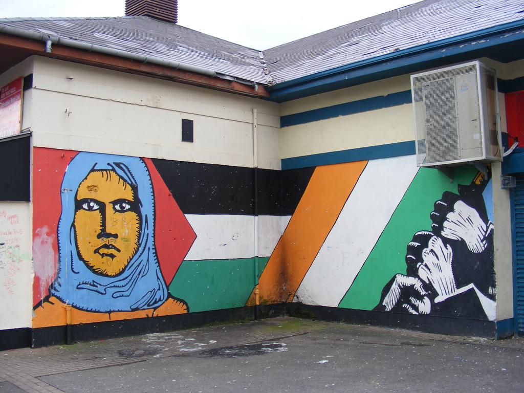 Palestinian solidarity mural in Norther Ireland